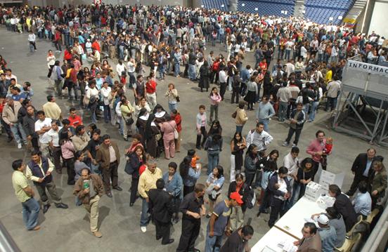 En Chile tres horas después de abrir colegios estaba constituido 99,69 % de mesas