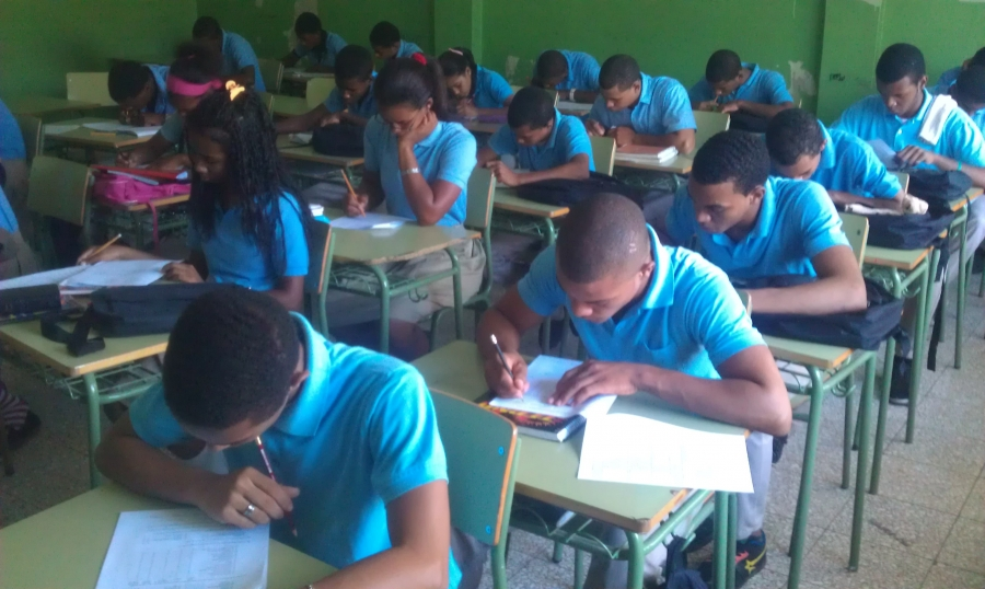 Identifican factores que contribuyen a eficacia en centros educativos