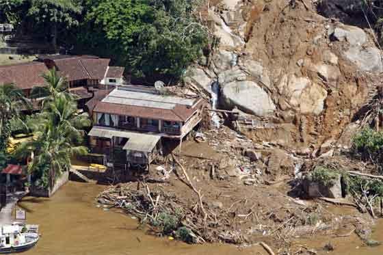 Al menos dos muertos y 2000 familias evacuadas por lluvia en Río de Janeiro
