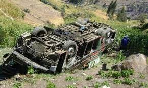 10 muertos y 49 heridos deja accidente de autobús en el sur peruano