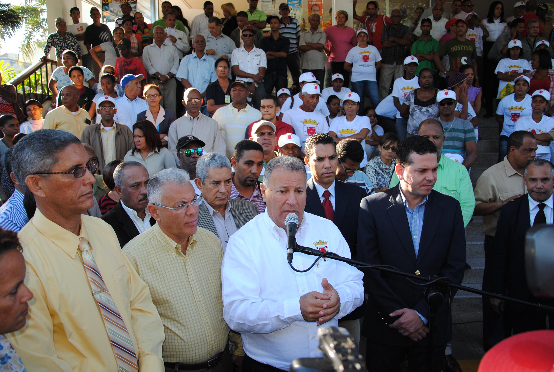 Ayuntamiento Santiago anuncia programa de limpieza