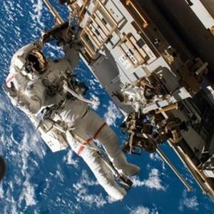 Astronautas inician segunda caminata espacial para reparar fallo en la EEI