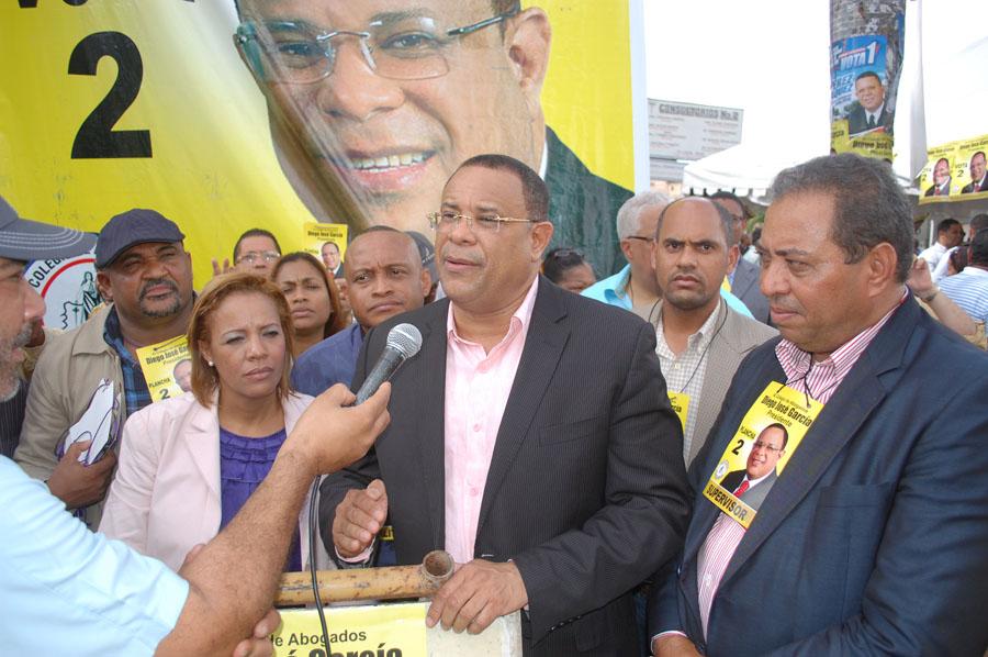 Miles de abogados votan en elecciones del CARD
