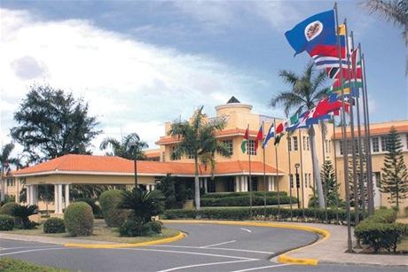 Canciller RD está reunido con misión de la OEA en el país