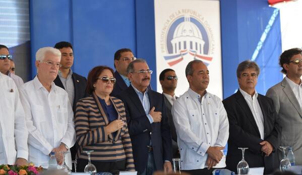 Pte. Medina deja iniciada construcción de Central Termoeléctrica Punta Catalina