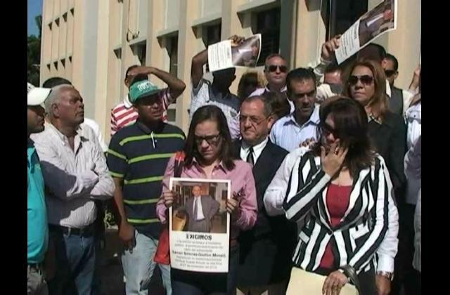 Familiares de comerciante raptado piden ayuda al presidente Medina
