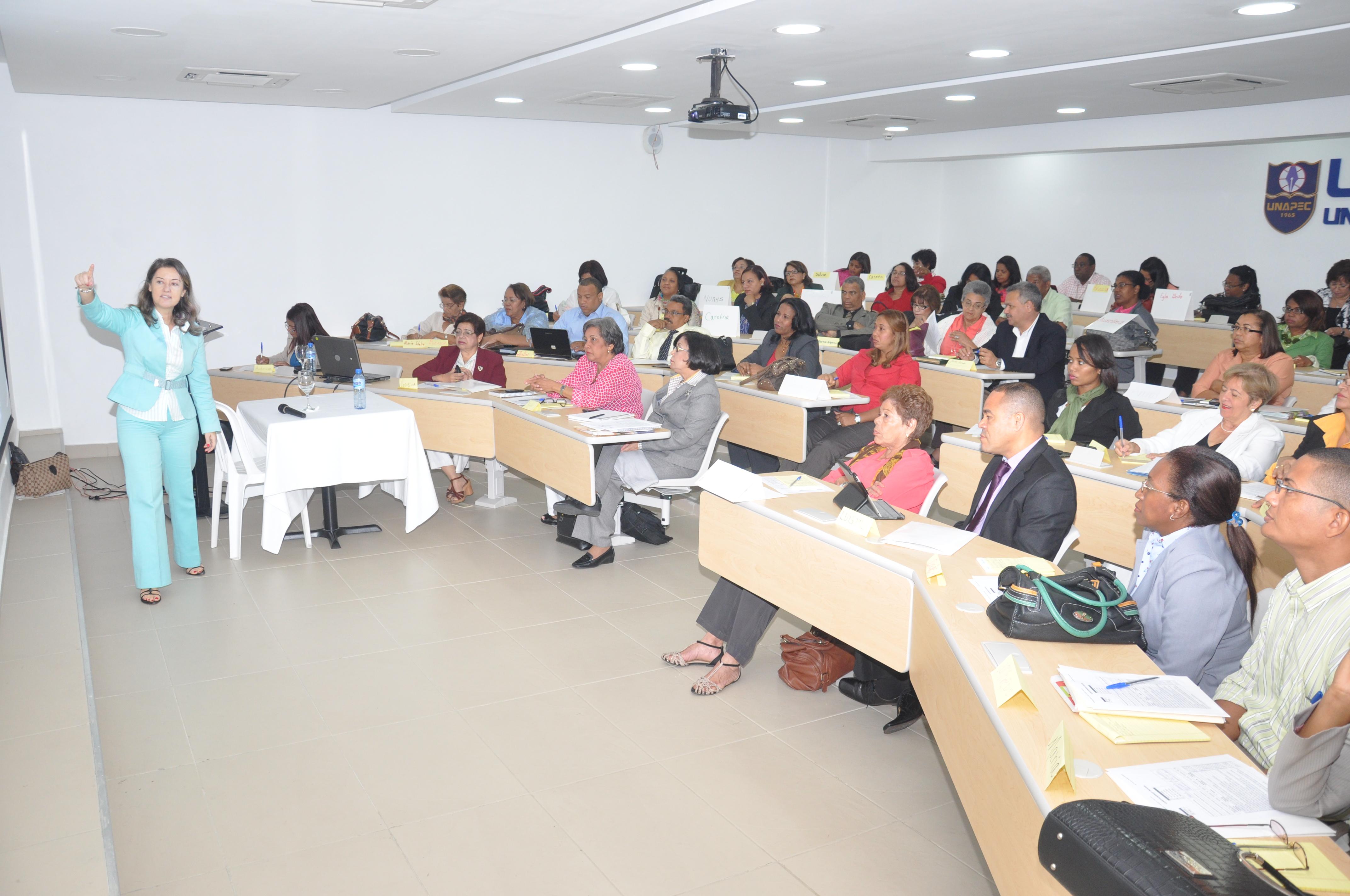 MESCyT continúa con capacitación de maestros en el país