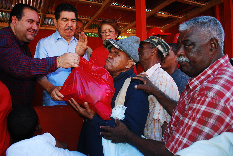Más de 20 mil personas acuden a reparto canastas navideñas a casa de Balaguer