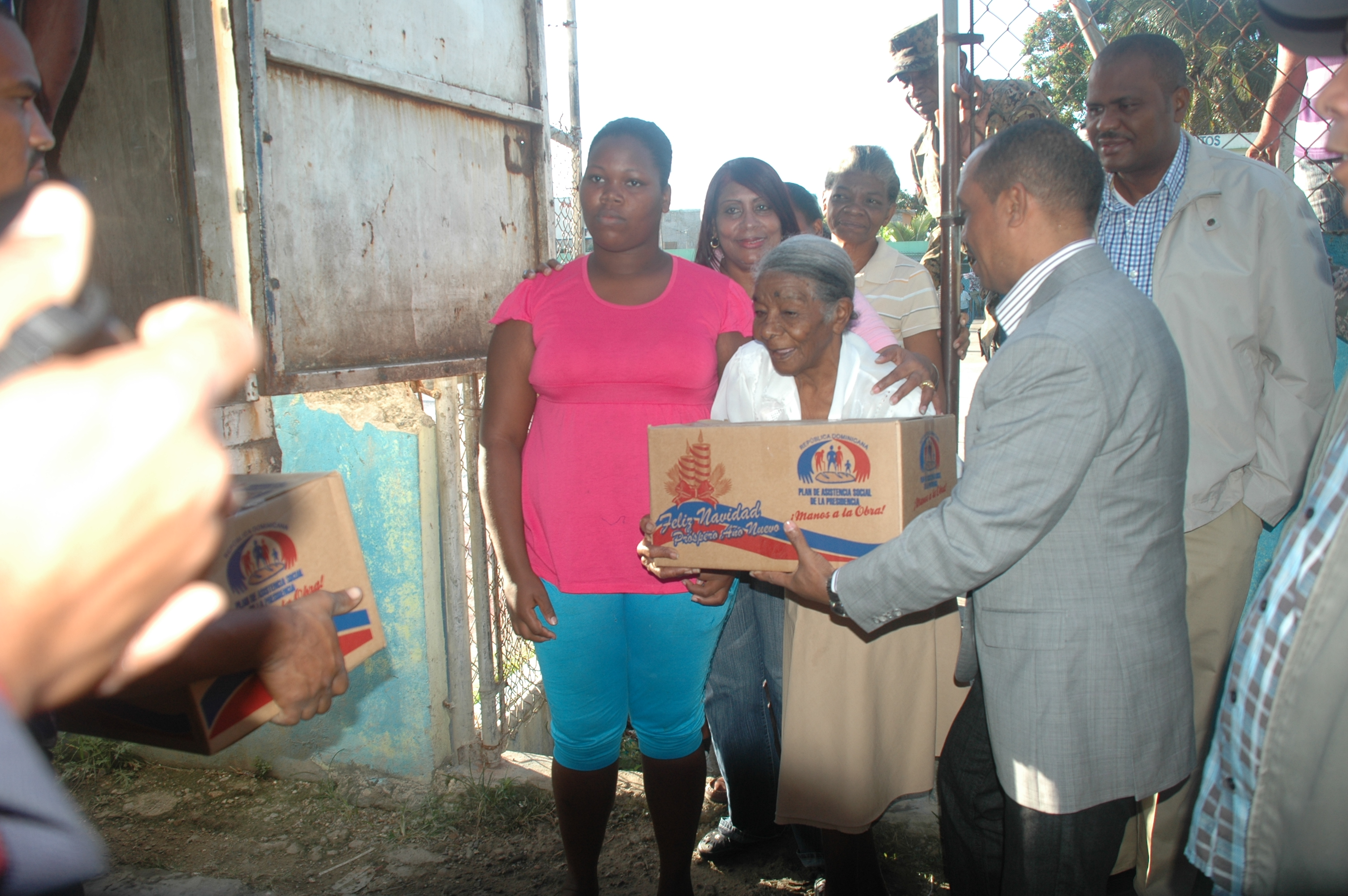 Inician entrega de 15 mil cajas navideñas en San Cristóbal