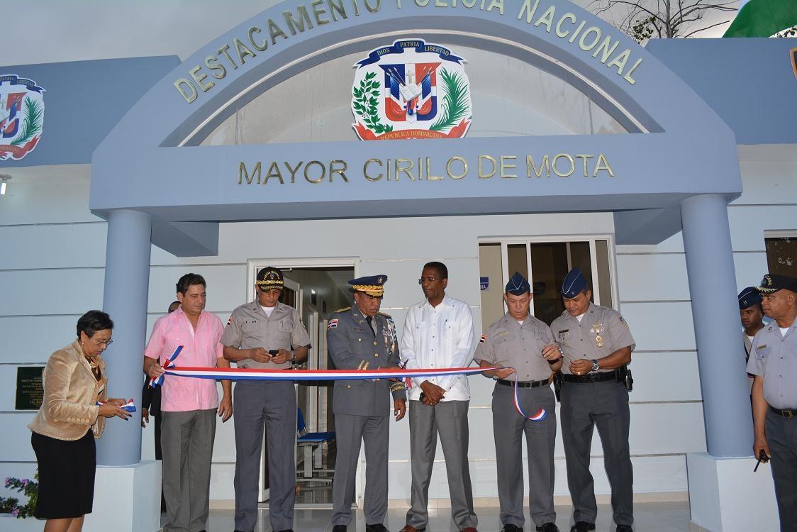Gobierno inaugura tres destacamentos en Santo Domingo Este