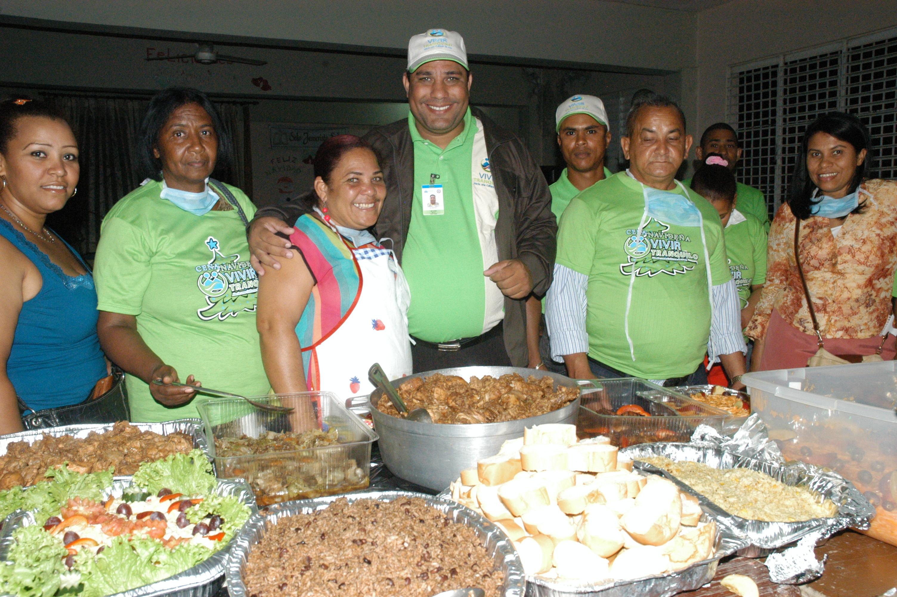 Organizan cena navideña en comunidades de Santiago