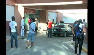 Riña que inició en un barrio termina a tubazos en el hospital Darío Contreras