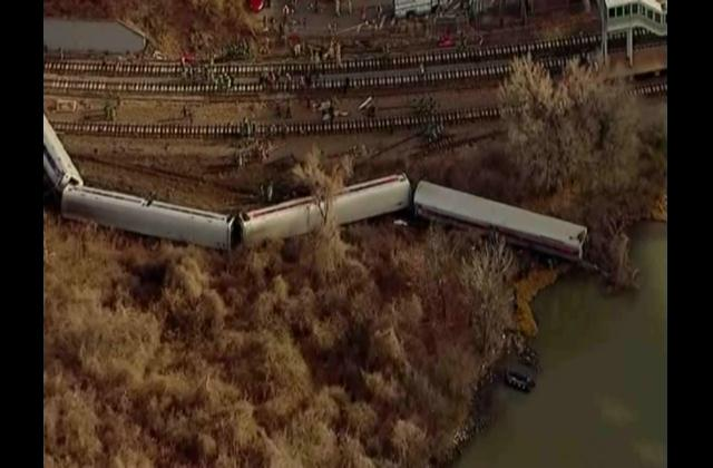 En NY detectan las posibles causas del fatal accidente de un tren