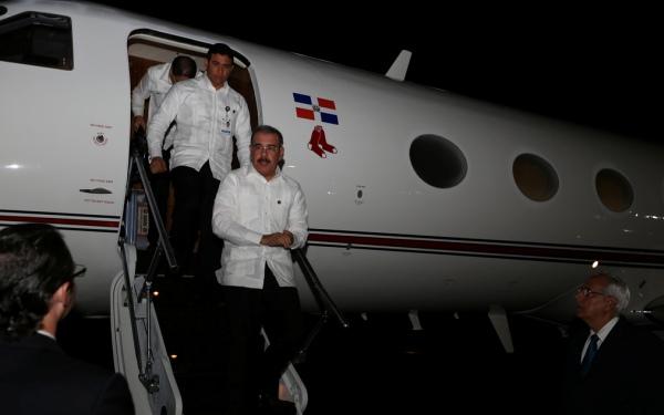 Presidente Medina regresa al país tras participar en Cumbre SICA