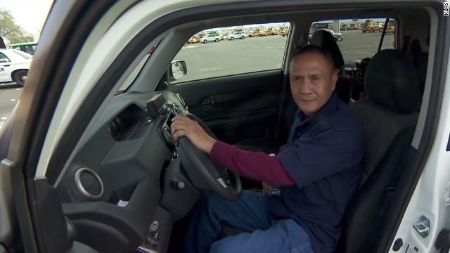 Taxista de Las Vegas devuelve bolsa con 300.000 dólares que olvidó un cliente