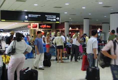 Aeropuerto de Miami registra récord de 40 millones de pasajeros en 2013