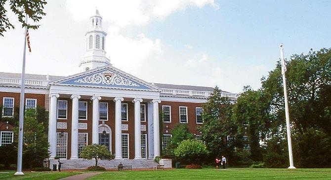 El FBI identifica a un estudiante como el autor de las amenazas en Harvard