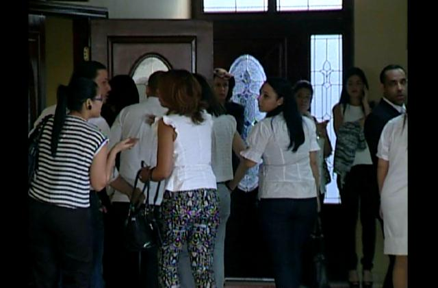 Familiares y amigos se despiden de Claudio en funeraria Blandino