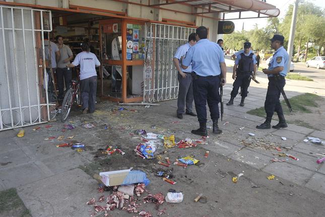 Violentos saqueos y disturbios se extienden por Argentina y dejan 8 muertos