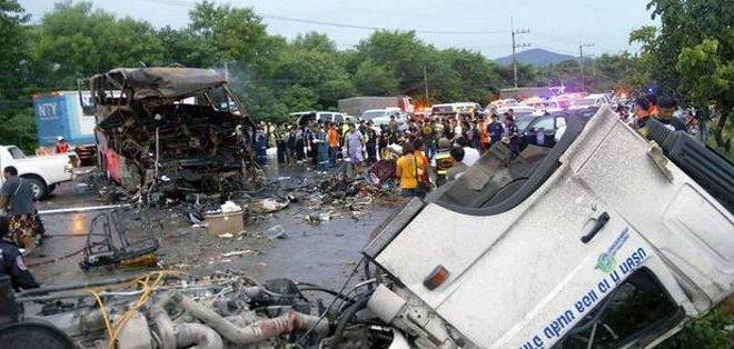 Al menos 29 muertos al despeñarse una autobús en el noreste de Tailandia