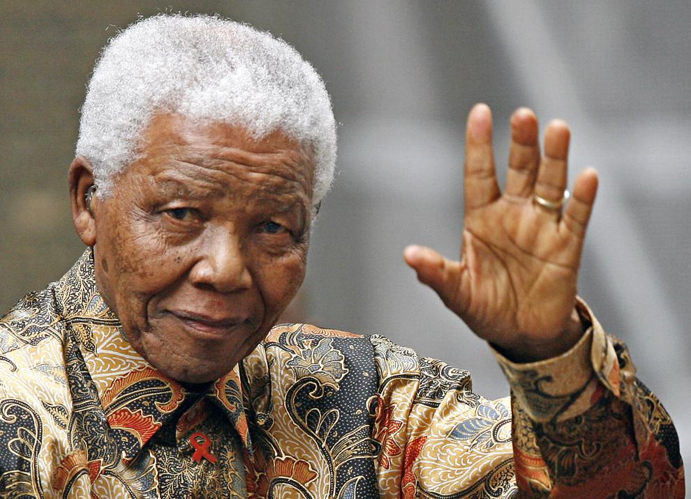 Termina el funeral por Nelson Mandela y empieza el sepelio