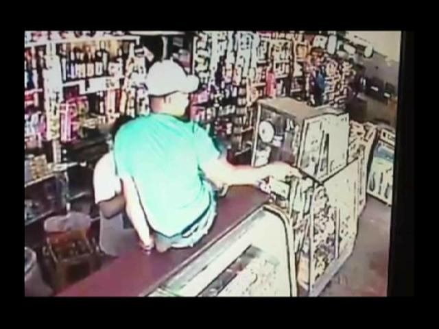 Hombre enfrenta ladrón que ingresó armado a robarle