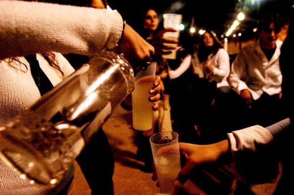 ¿Tomar muchas bebidas alcohólicas puede hacer que parezca más viejo?