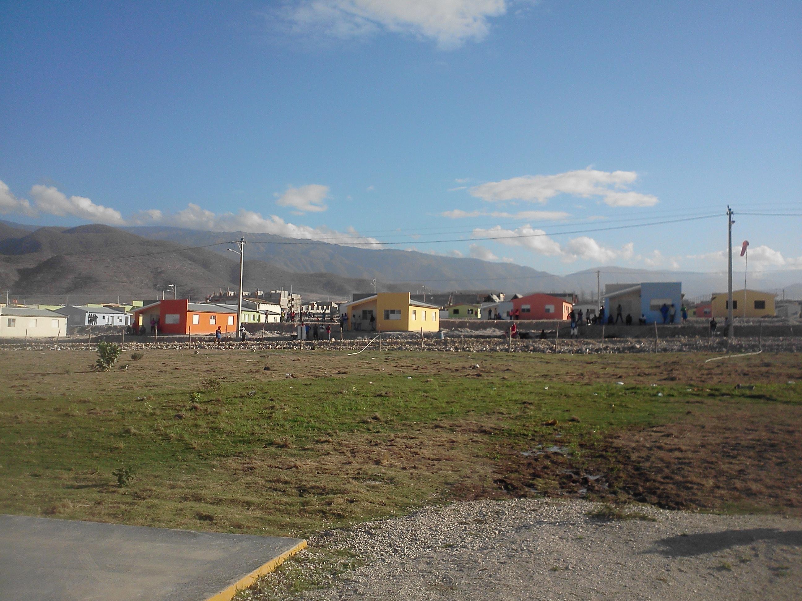 Iniciarán mudanza de familias al nuevo poblado de Boca de Cachón