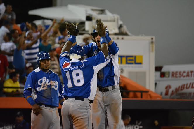 Los Tigres y los Leones provocan un triple empate en el béisbol dominicano