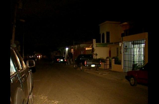 Protestan por constantes apagones y cúmulo de basura en Villa Mella