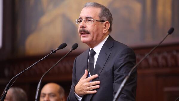Danilo Medina destaca obra de Renée Klang viuda Guzmán