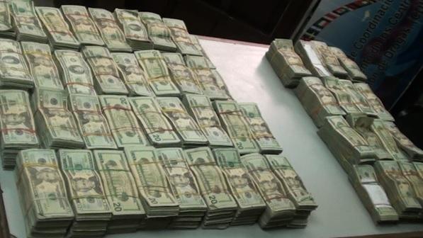Detienen a 2 hondureños con más de US$1,4 MM ocultos en vehículos