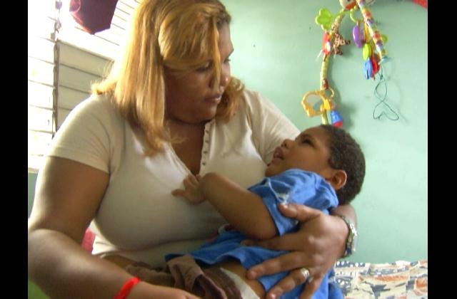 Pide ayuda familia de niño de dos años padece múltiples enfermedades