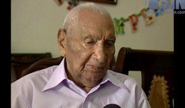 Un dominicano celebra su cumpleaños 104