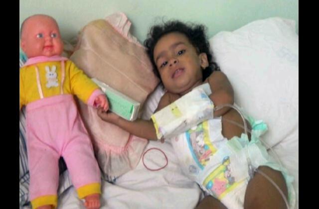Piden ayuda para bebe cuya vida depende de un trasplante de intestino