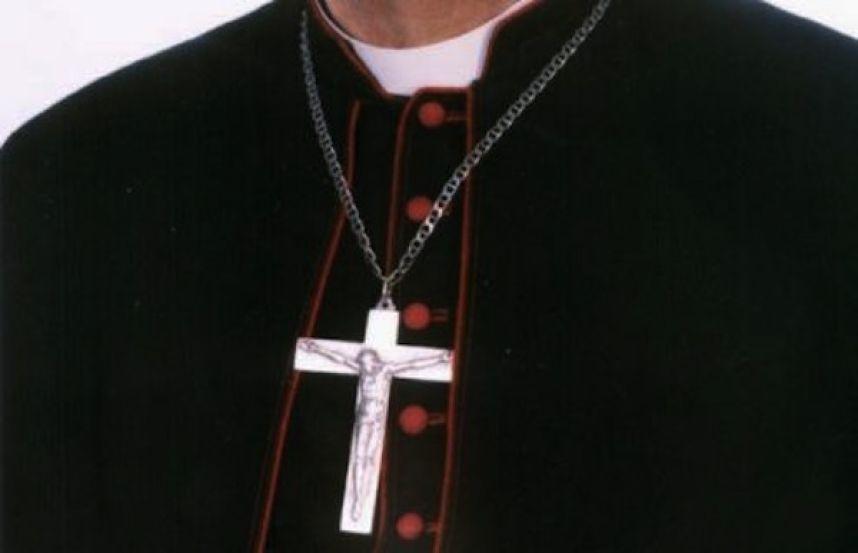 Iglesia de Chile publica controversiales prohibiciones para curas