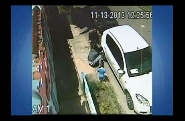 Apresan hombre acusado de robar centros de aros y retrovisores