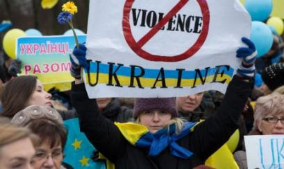 Biden apoya los cambios en Ucrania y promete más ayudas