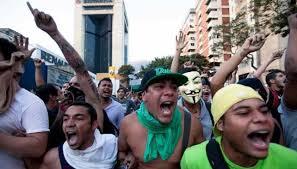 Mueren un guardia y un estudiante en protestas en Venezuela