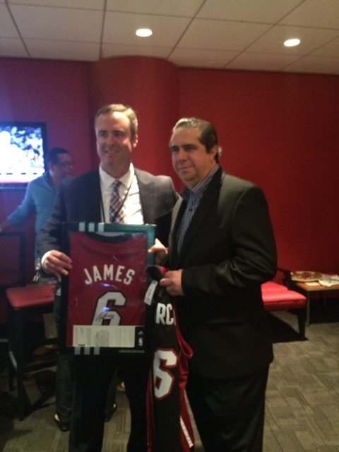 Ministro de Turismo nombrado Capitán Honorario del equipo Miami Heat