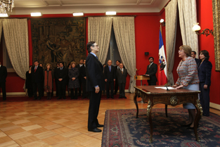 Jura gabinete de Bachelet, mezcla de jóvenes figuras y pesos pesados