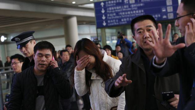 Familiares de víctimas del MH370 protestan ante embajada de Malasia en Pekín