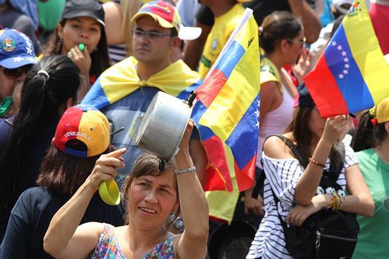 Protesta en varias ciudades de Venezuela por desabastecimientos