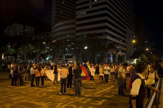 Tres nuevas muertes y un alcalde opositor detenido en Venezuela