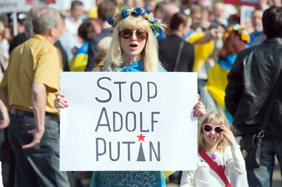 Miles de personas se manifiestan a favor del federalismo en Ucrania