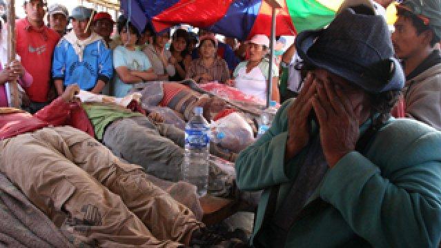 Al menos 11 heridos en enfrentamiento entre policías y mineros en sur de Perú