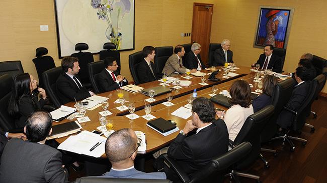 FMI advierte de retos persistentes en electricidad y finanzas públicas