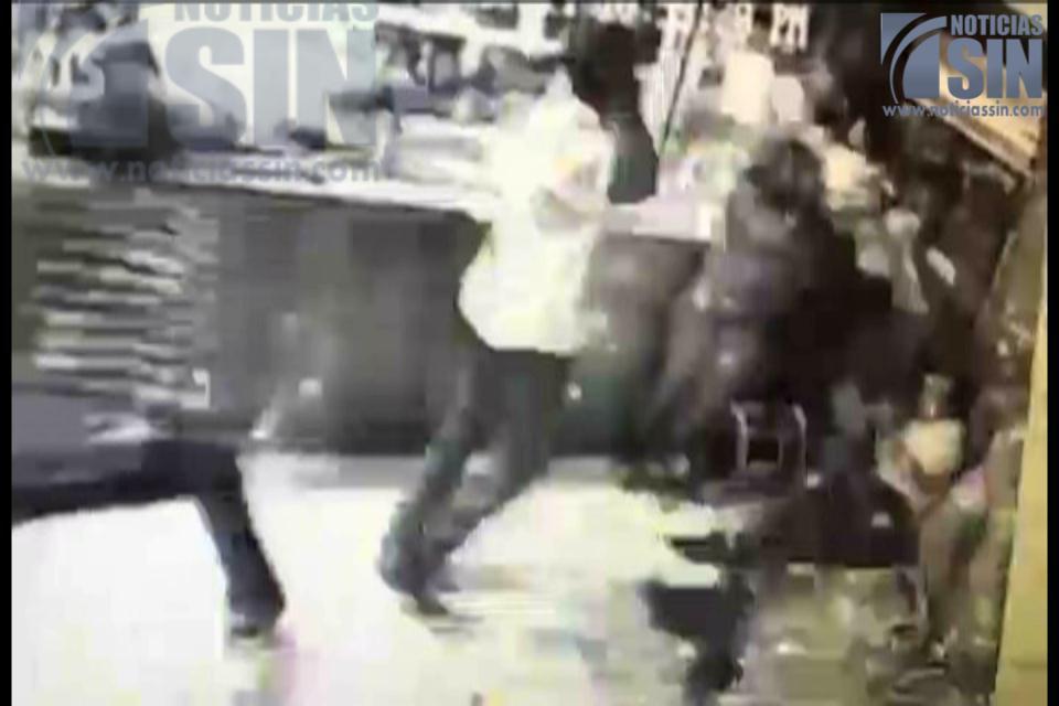 Nuevos videos: Cámaras también captan interior de bar durante ataque a machetazos