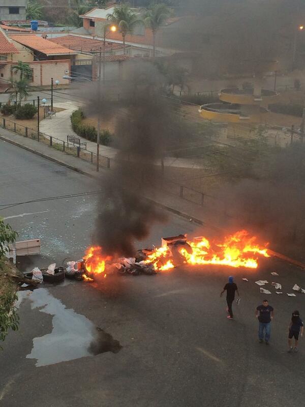 Caracas amanece con barricadas en diferentes lugares