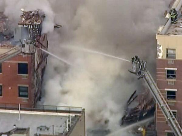 Explosión y desplome de dos edificios paraliza barrio neoyorquino de Harlem